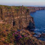 Cliffs of Moher v Irsku - západ slunce