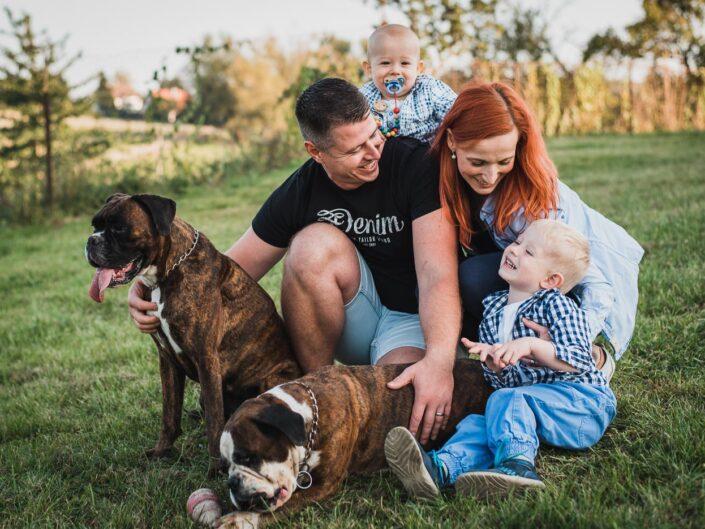 Rodinné focení u domečku