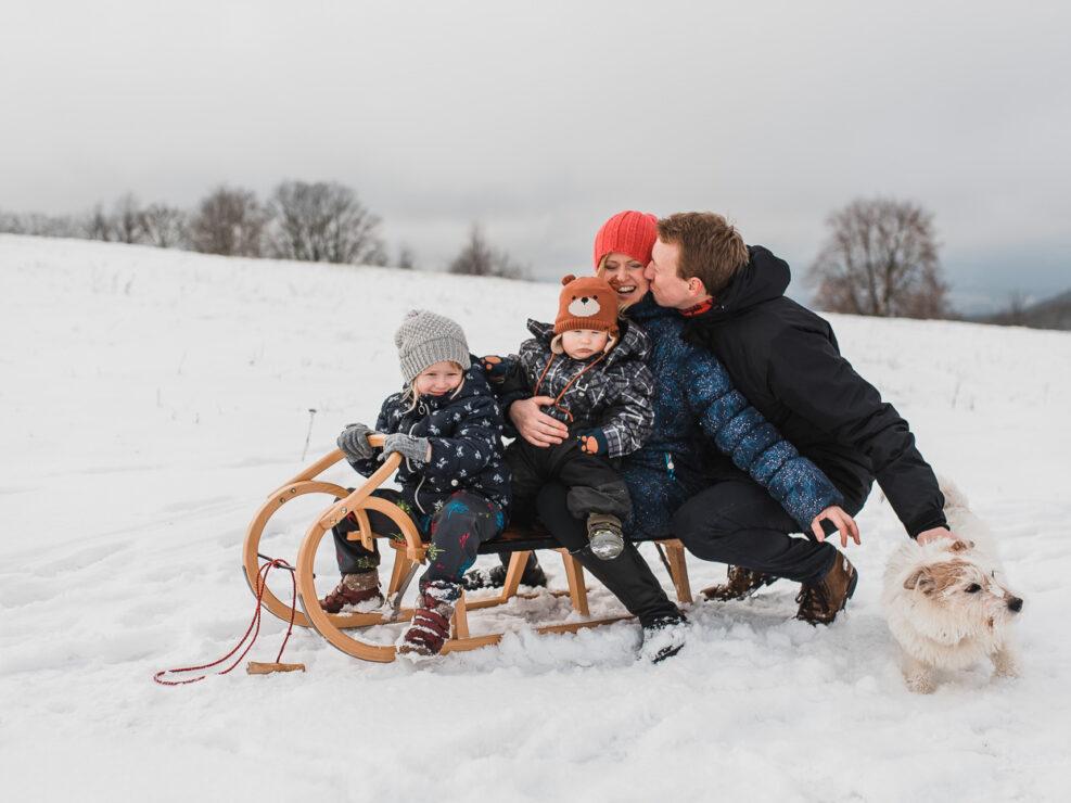 Rodinné focení ve sněhu na Lesné